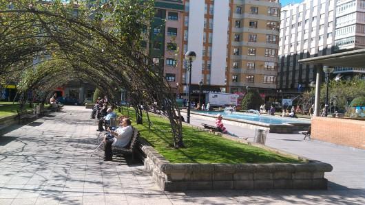 """Den här platsen heter """"Bensinfabrikens park"""" på spanska."""