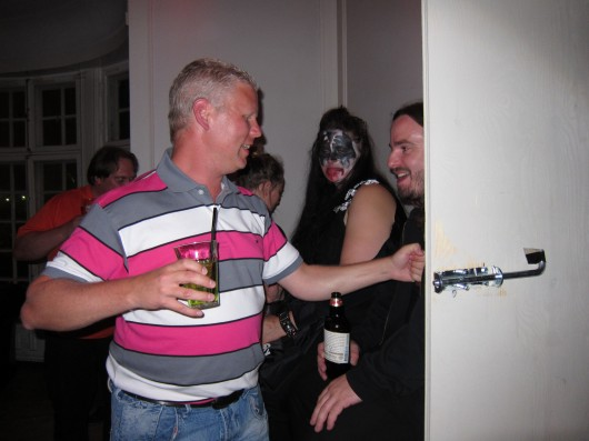 utanför postorderfru kissing i Gävle